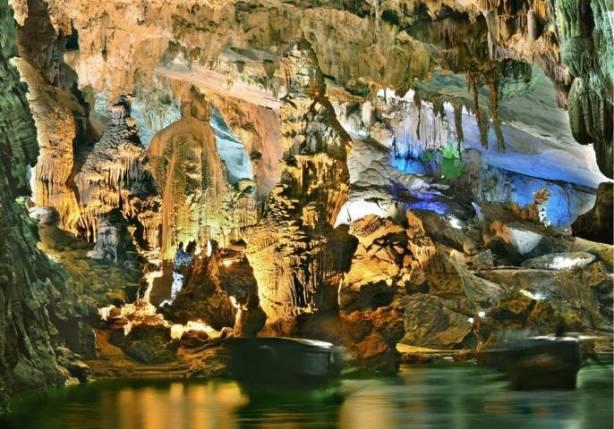 Buddha Rock in Phong Nha Cave