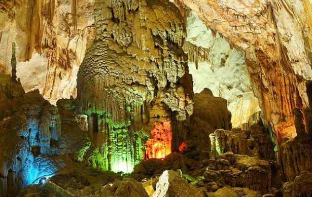 Tien Son Grottoes