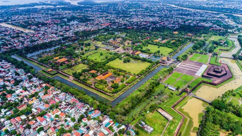 vietnam-locals-hue-citadel-2_resized.jpg